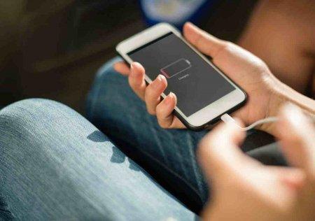 Неліктен өзгенің смартфон қуаттағышын пайдалануға болмайды?